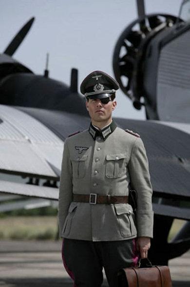 Tom Cruise como Claus von Stauffenberg #1