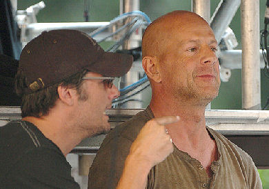 Bruce Willis y Len Wiseman en La Jungla 4