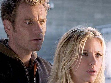 Ewan McGregor y Scarlett Johansson en La Isla
