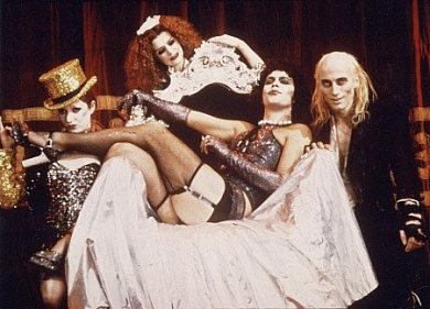 Escena de The Rocky Horror Picture Show. Raro, raro.