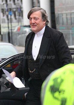 Stephen Fry como Mycroft Holmes #1