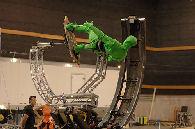 Doug Jones en traje verde #1
