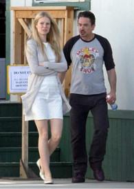 Robert Downey Jr. y Gwyneth Paltrow en el set de Iron Man