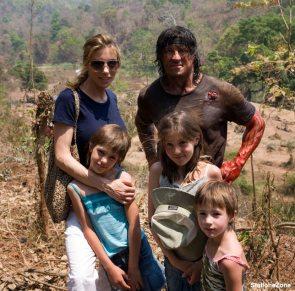 Stallone con la familia en John Rambo